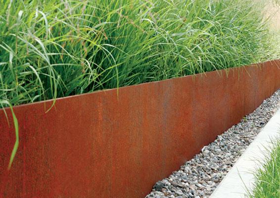 Moderne Gartengestaltung pur – Filigrane Gräser kombiniert mit Cortenstahl