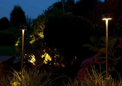 Dezent inszeniert – Wegbegleitende Beleuchtung tritt in den Hintergrund