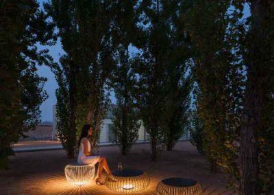 Stilvoll sitzen – Licht-Sitz-Skulpturen entwickeln ein spannendes Schattenspiel