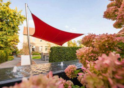 Highlight in rot – Mit knalligen Farben starke Akzente im Garten setzen